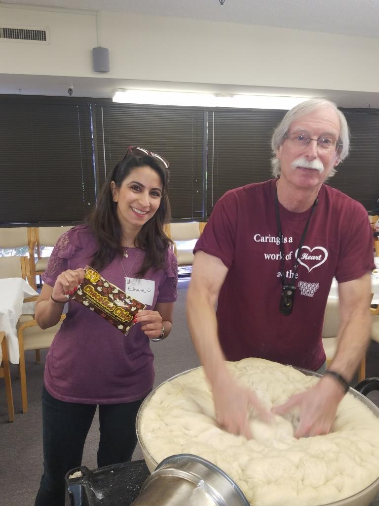 Volunteer and Day of Service Learning Committee member Elham Makabi and Rabbi Ron Goldberg of LA Jewish Home