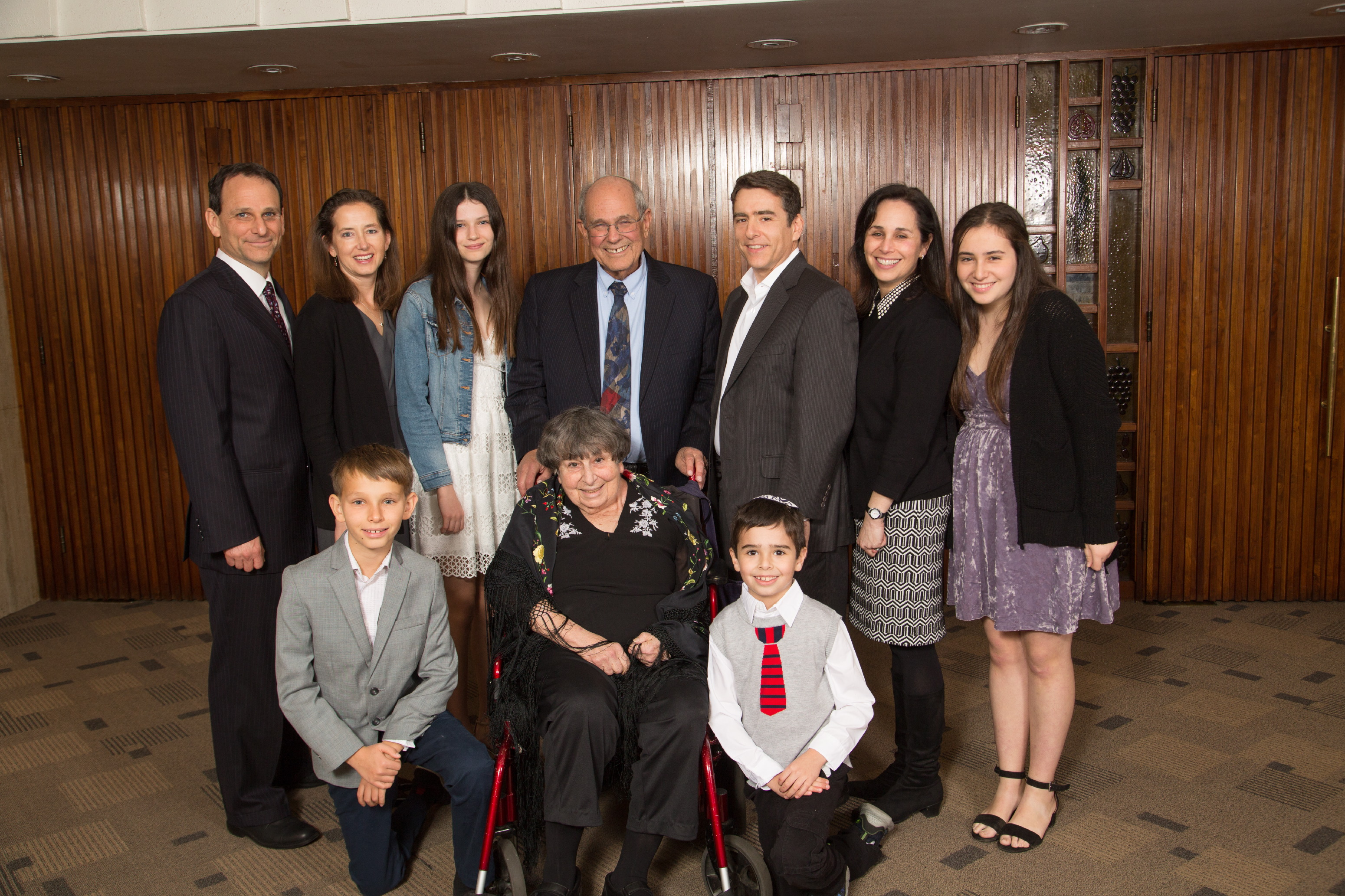 Honorees Marlynn and Rabbi Elliot Dorff with children and grandchildren