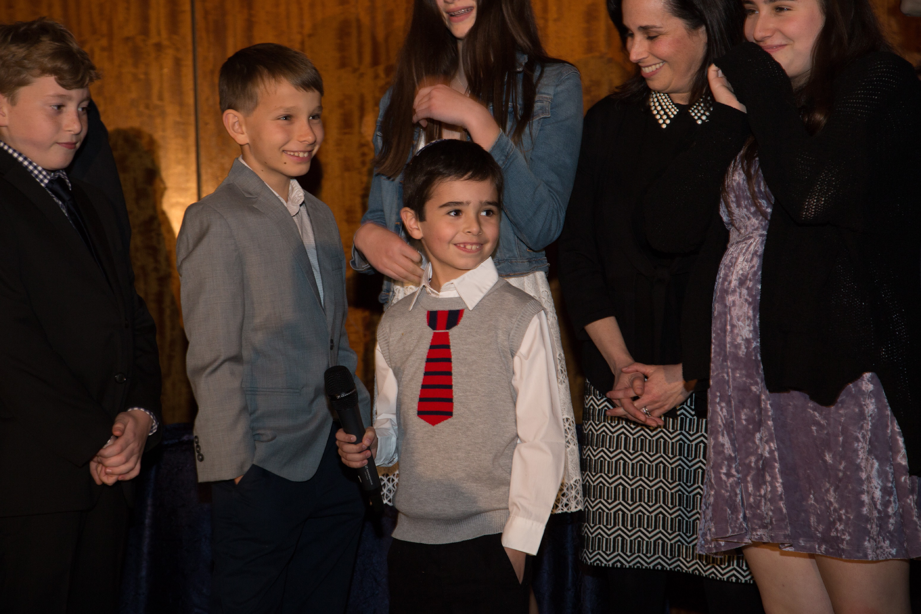 Children and grandchildren of Honorees leading the Motzi