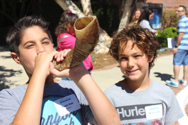 Stephen S Wise RS students blowing the shofar